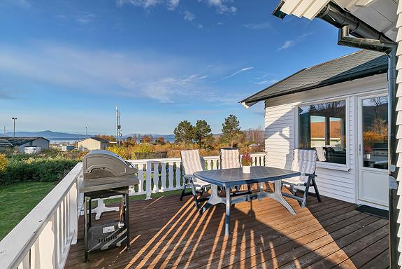 Solrik veranda med utsikt ut Ofotfjorden!