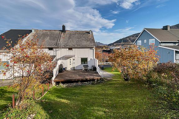 Koselig hage og solrik terrasse