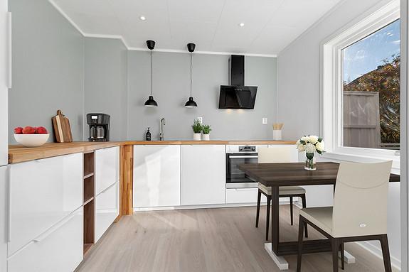 Pent oppusset kjøkken i september 2021 - Digitalt møblert