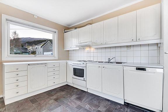 Hovedplan - Kjøkken. Nytt kjøle/fryseskap og komfyr i 2019, samt ny kurs til kjøkken.
