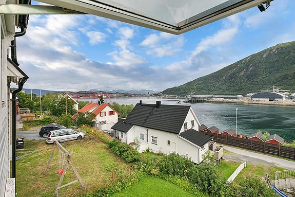 Utsikten fra stuen mot havna