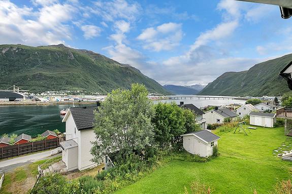 Utsikten fra stuen mot Beisfjorden