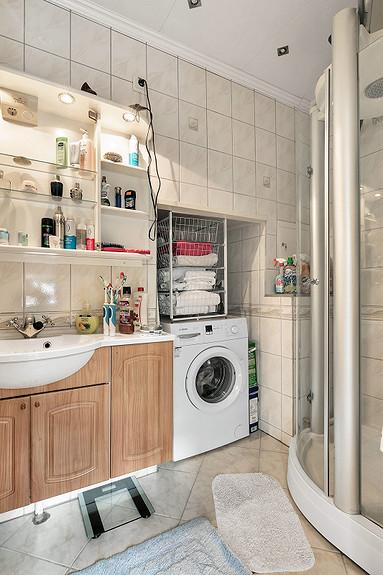 Bad med fliser på vegg/gulv, varmekabel i gulv