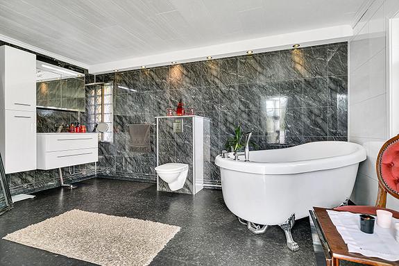 Dette flotte badet ligger i 2. etasje