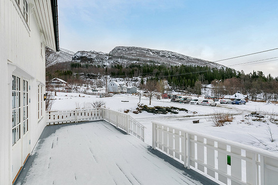 Utgang til terrasse via stue