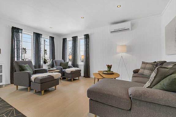 Hovedplan - Stue - Varmepumpe på vegg som gir en lun følelse