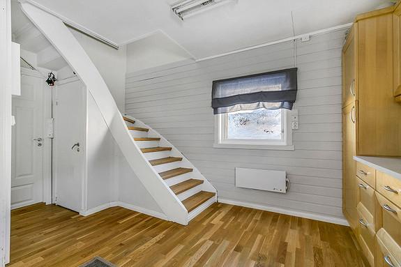 Kjøkken - trapp til 2. etasje