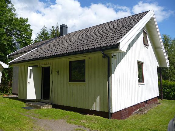 Romslig enebolig med 3 soverom, garasje og stor hage usjenert beliggende i Kronl