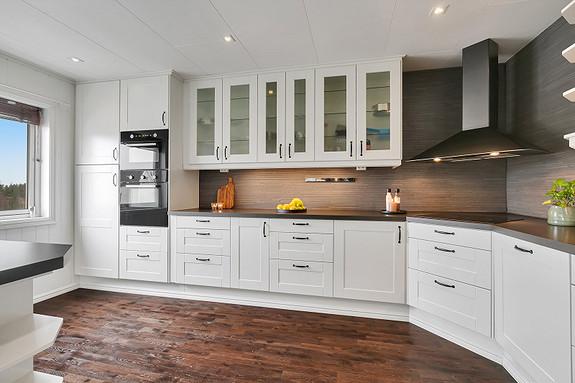 2etg - Kjøkken fra 2012 - Godt med plass for oppbevaring