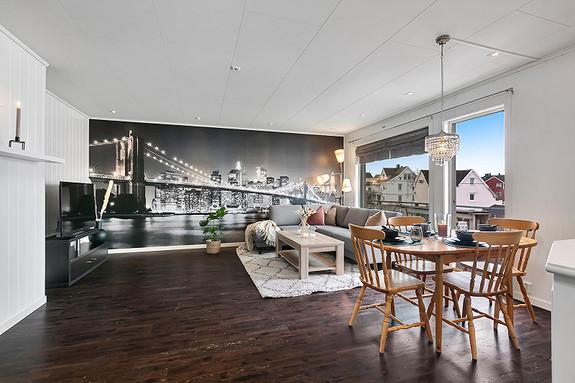 2etg - Romslig stue med god plass til møblering