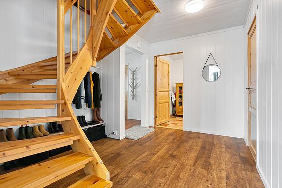 Hall med trapp til 2. etasje