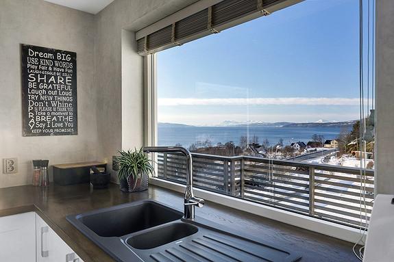 Sjekk utsikten fra kjøkkenet!