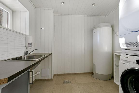 Underetasje - Vaskerom med utslagsvask og opplegg for vaskesøyle
