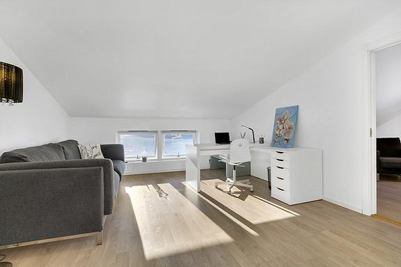 Loftsetasje - Loftstue med plass til kontor eller TV-stue for barna?