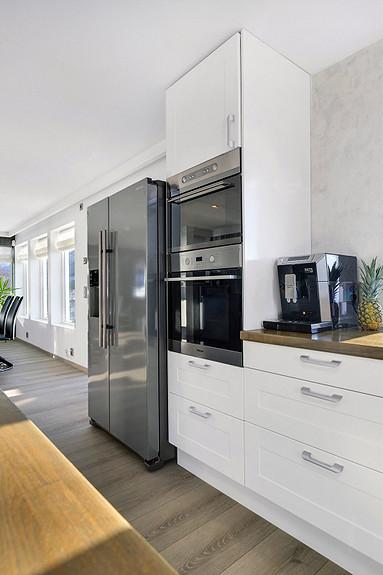 2etg - Kjøkken med integrert stekeovn og komfyr