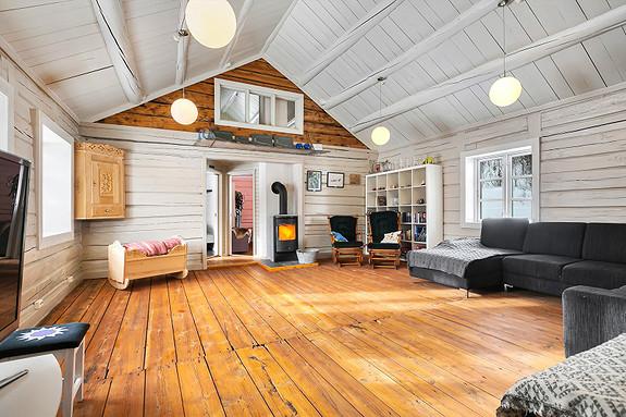 Hus 1 - Stor stue med god takhøyde i 2. etasjen