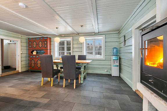 Hus 1 - God plass for spisegruppe i kjøkken/allrom