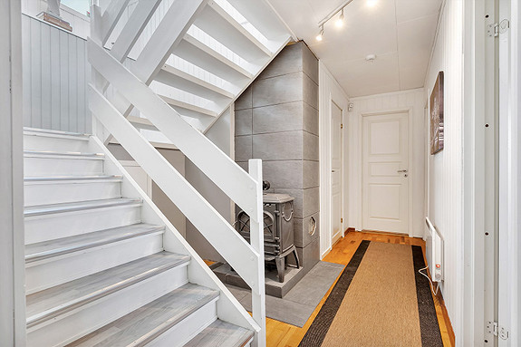 Underetasje - Gang med trapp til hovedplan