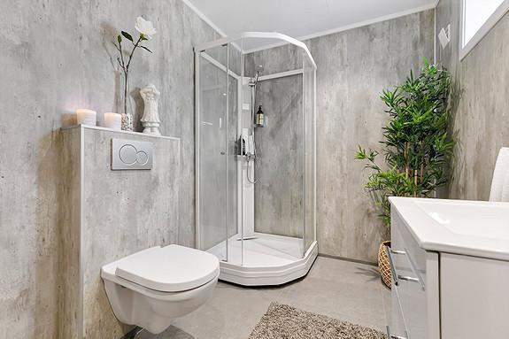 Underetasje - Bad med dusjkabinett og vegghengt WC