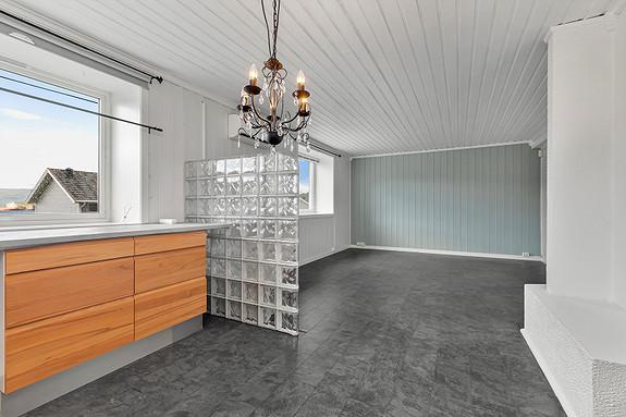 Kjøkken sett mot stue