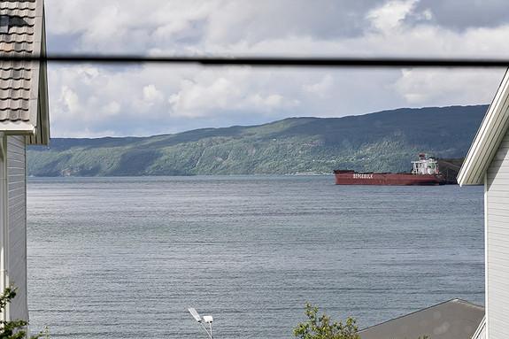 Utsikt mot Ofotfjorden fra stuen