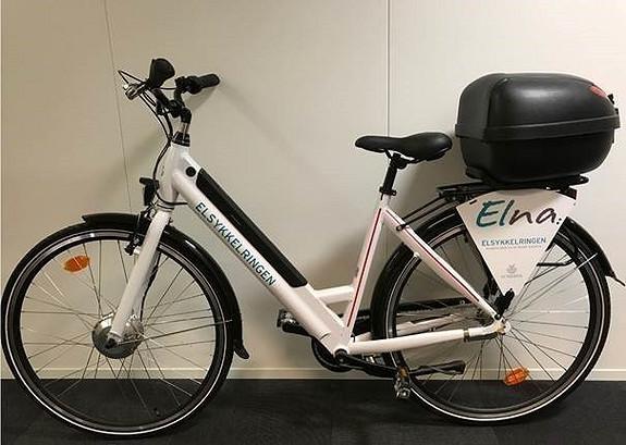 El-sykkelen er et godt alternativ i sentrum, med plass til å lagre dokumenter og annet i sykkel-boksen. Vi har også by-sykler til disposisjon
