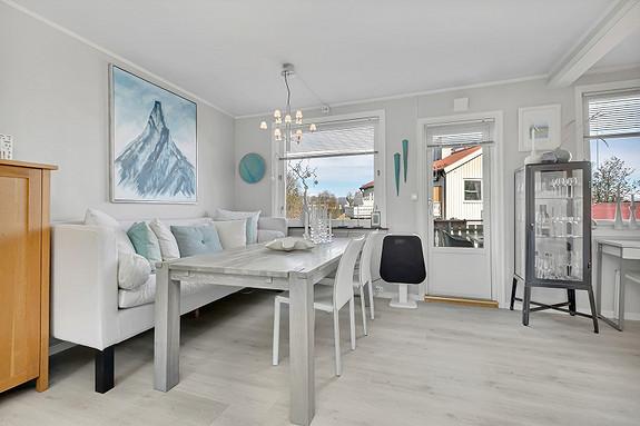 Stue med utgang til balkong
