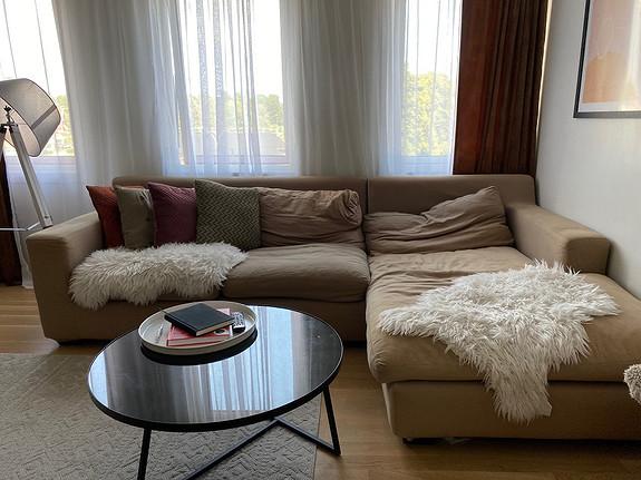 Lys og åpen leilighet med 2 soverom og gjennomgående god standard