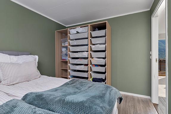 Soverom 1 - Romslig med plass til garderobe