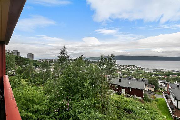 Hovedplan - Flott utsikt fra balkong