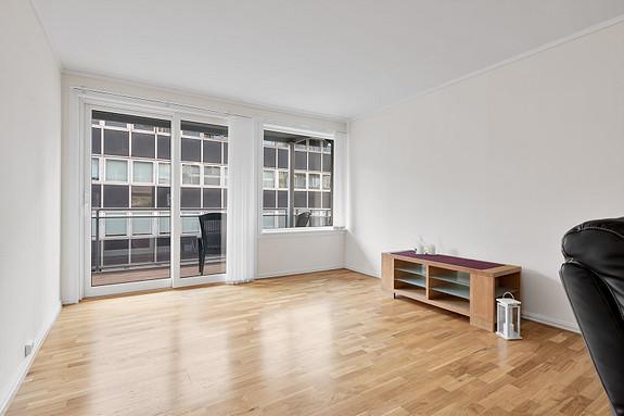 Lys og luftig stue, med direkte utgang til balkong
