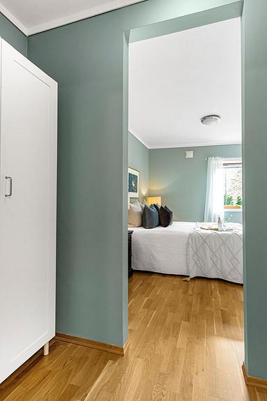 Rommet mellom bad og soverom kan benyttes som omkledningsrom