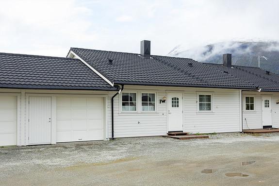 Garasje og lett adkomst til boligen!