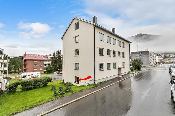 Leiligheten ligger i underetasjen i blokka - Sentralt på Frydenlund