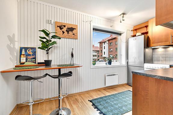Kjøkken med barløsning, her er det evt. plass for et spisebord