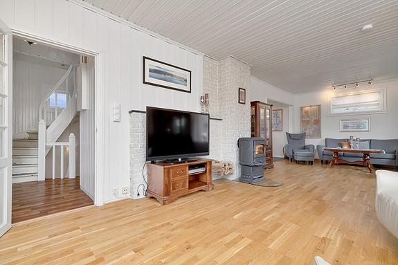 2. etasje - Romslig stue