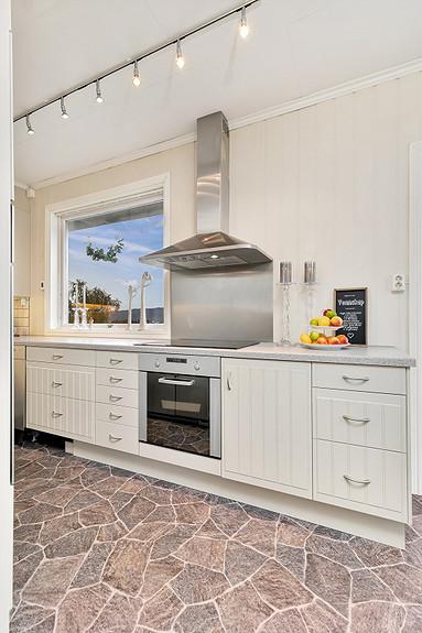 2. etasje - Kjøkken med integrerte hvitevarer
